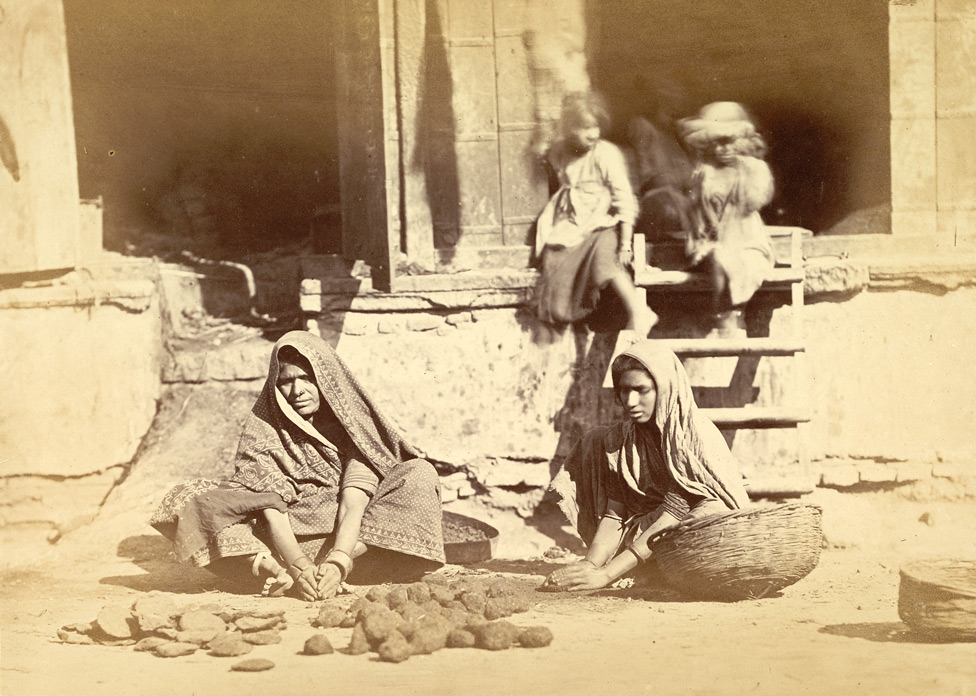 Women preparing cowdung cakes for fuel, Ahmadabad